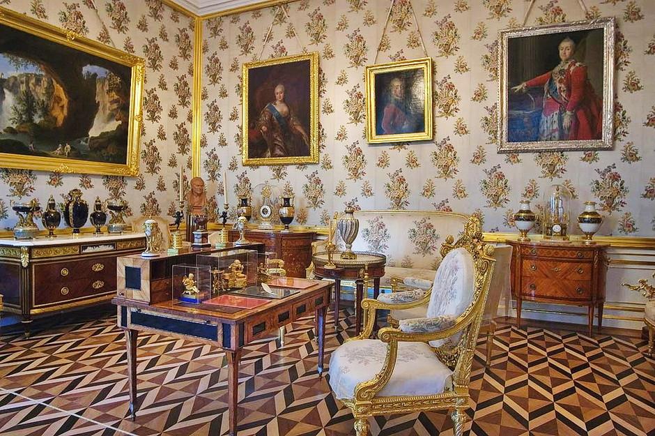 Внутри дворца в Петергофе