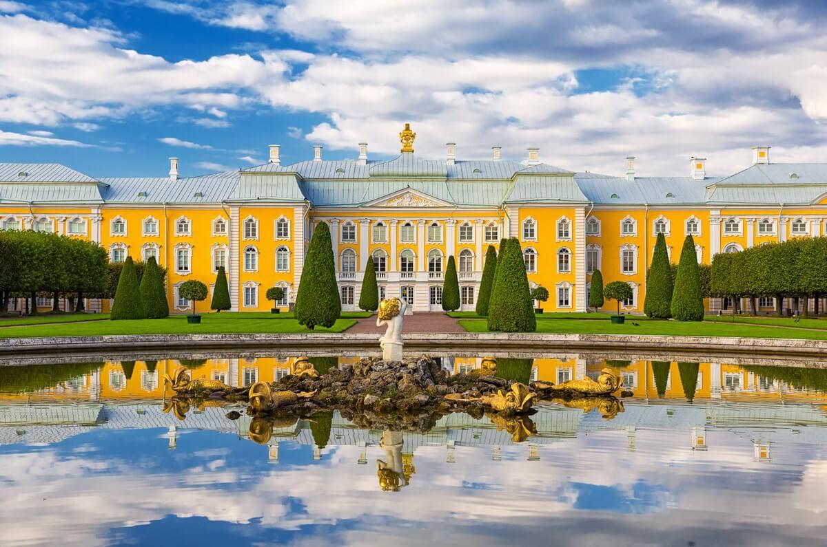 Вид на Императорский Дворец из Верхнего сада