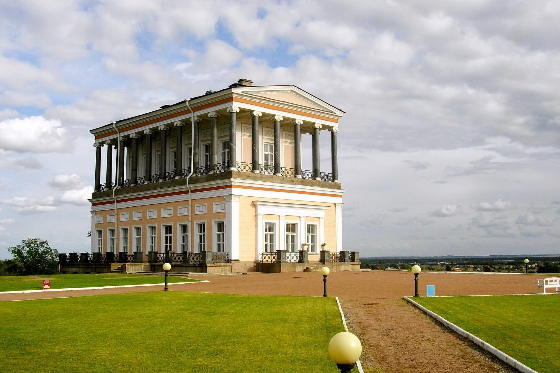 Дворец Бельведер в Луговом парке