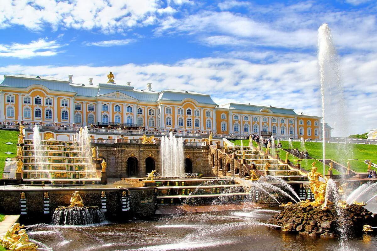 Императорский дворец и главный каскад