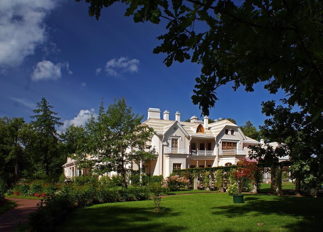 Фермерский дворец в парке Александрия