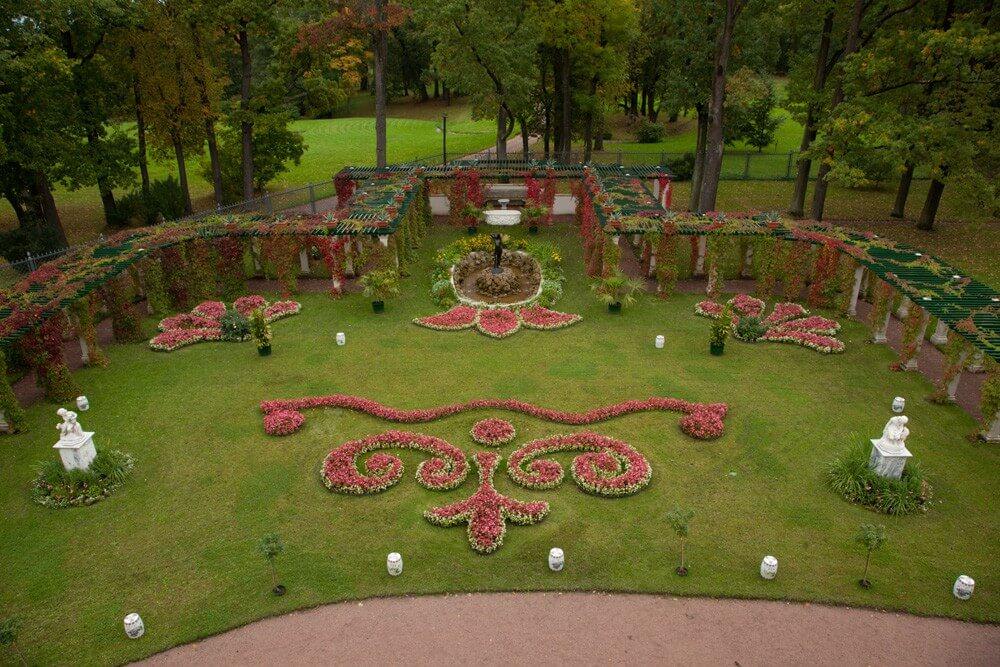 Сад перед Фермерским дворцом