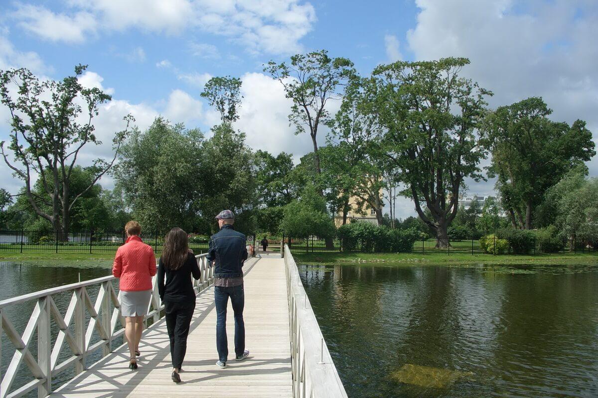 Вид с Ольгина пруда на Колонистский парк