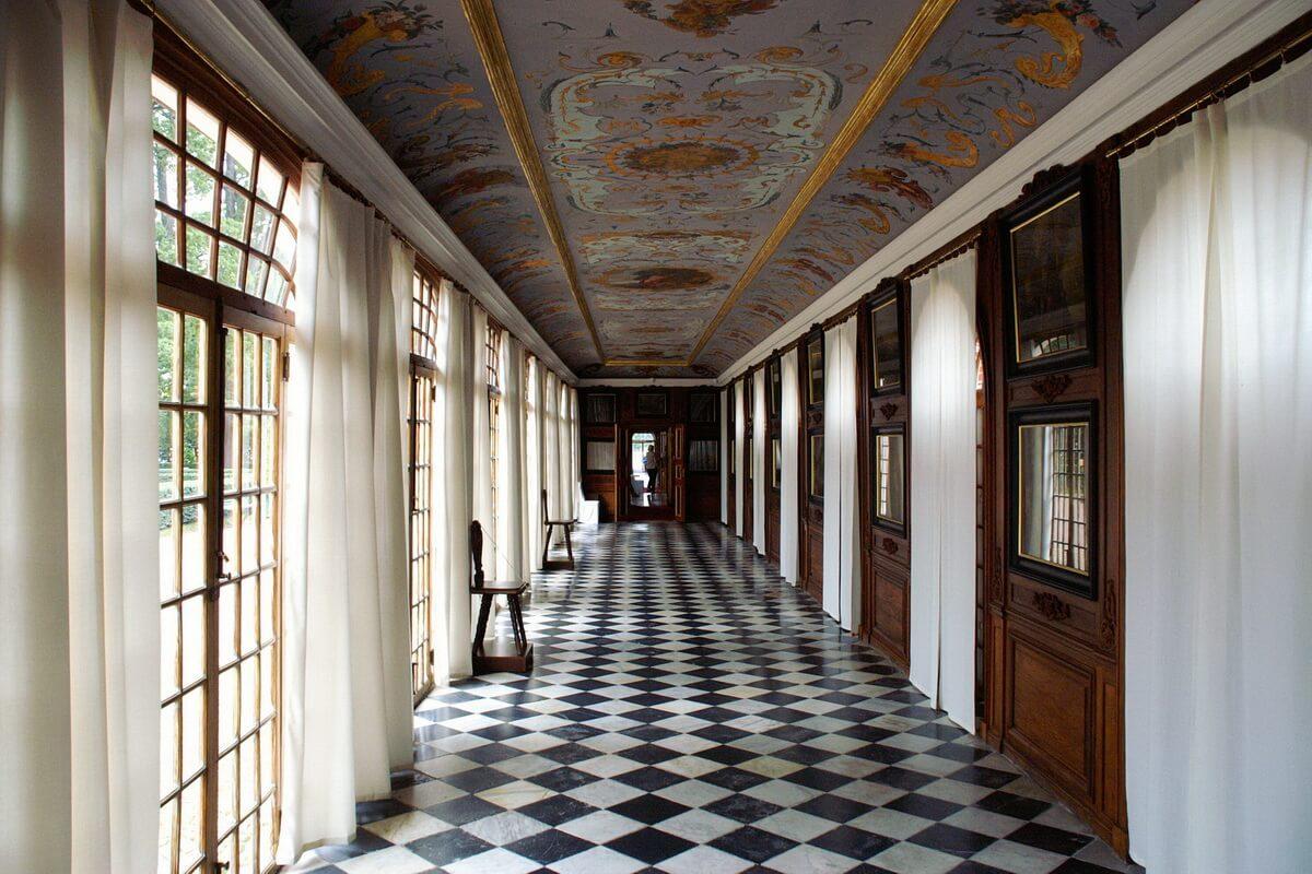 Дворец Монплезир внутри