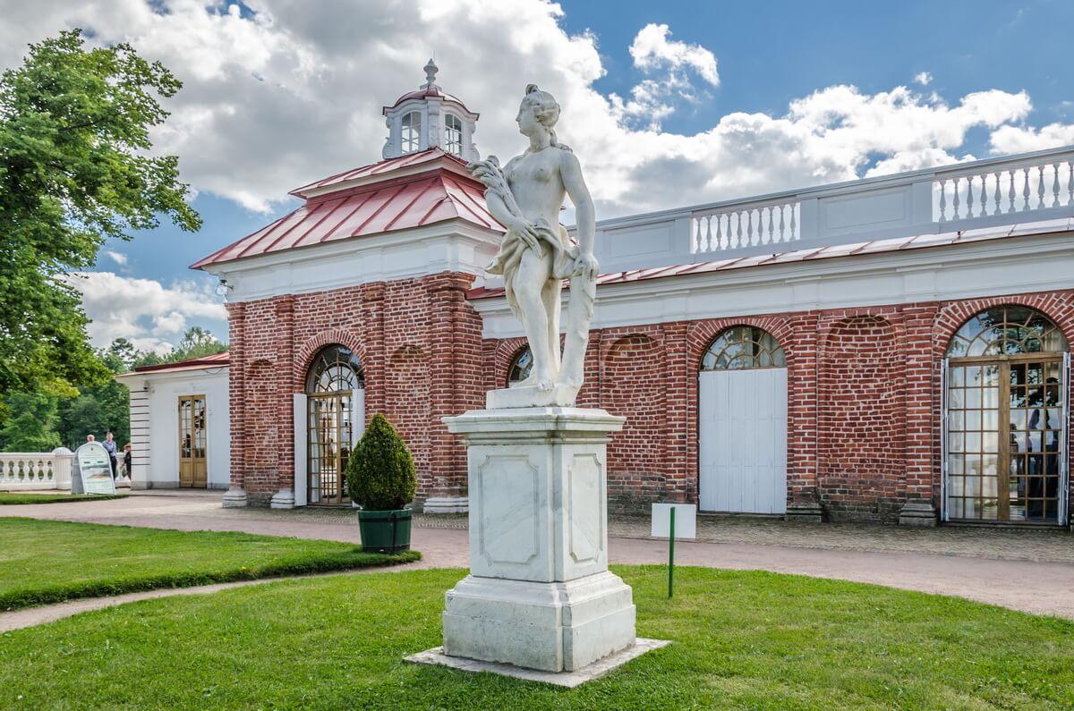 Дворец Монплезир в Нижнем парке