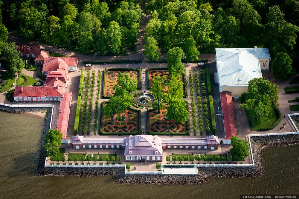 Дворец Монплезир. Вид с воздуха