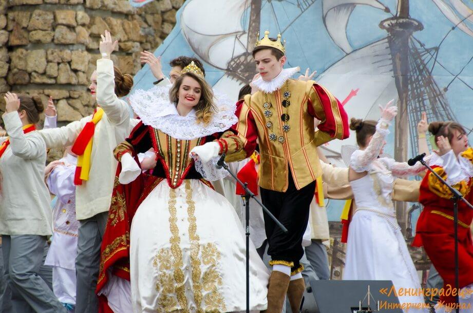 Весенний праздник музыки и света в Петергофе
