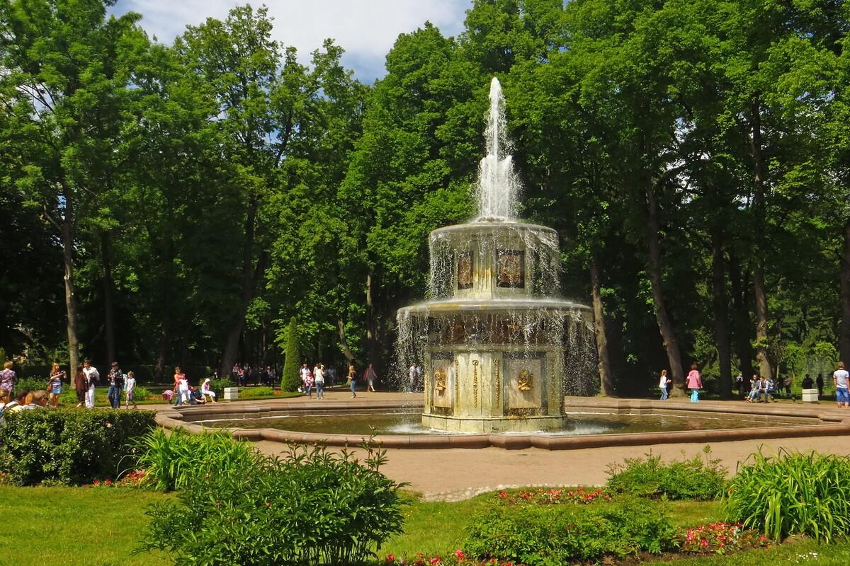 Римские фонтаны в Нижнем парке