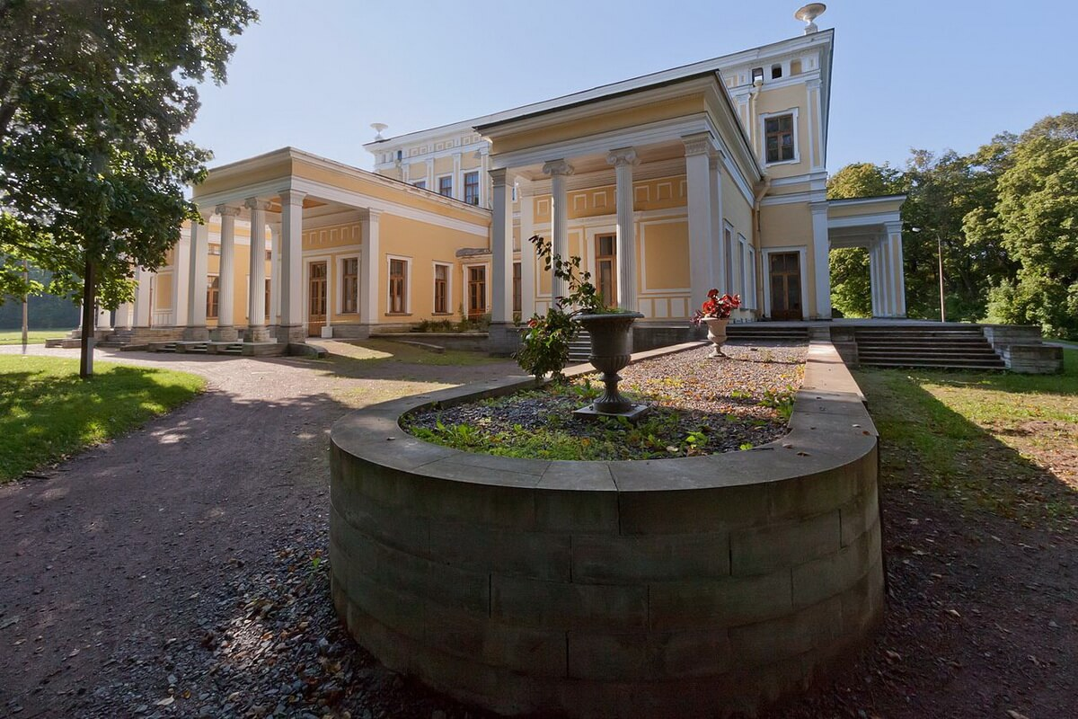 Сергиевка. Дворец Лейхтенбергского