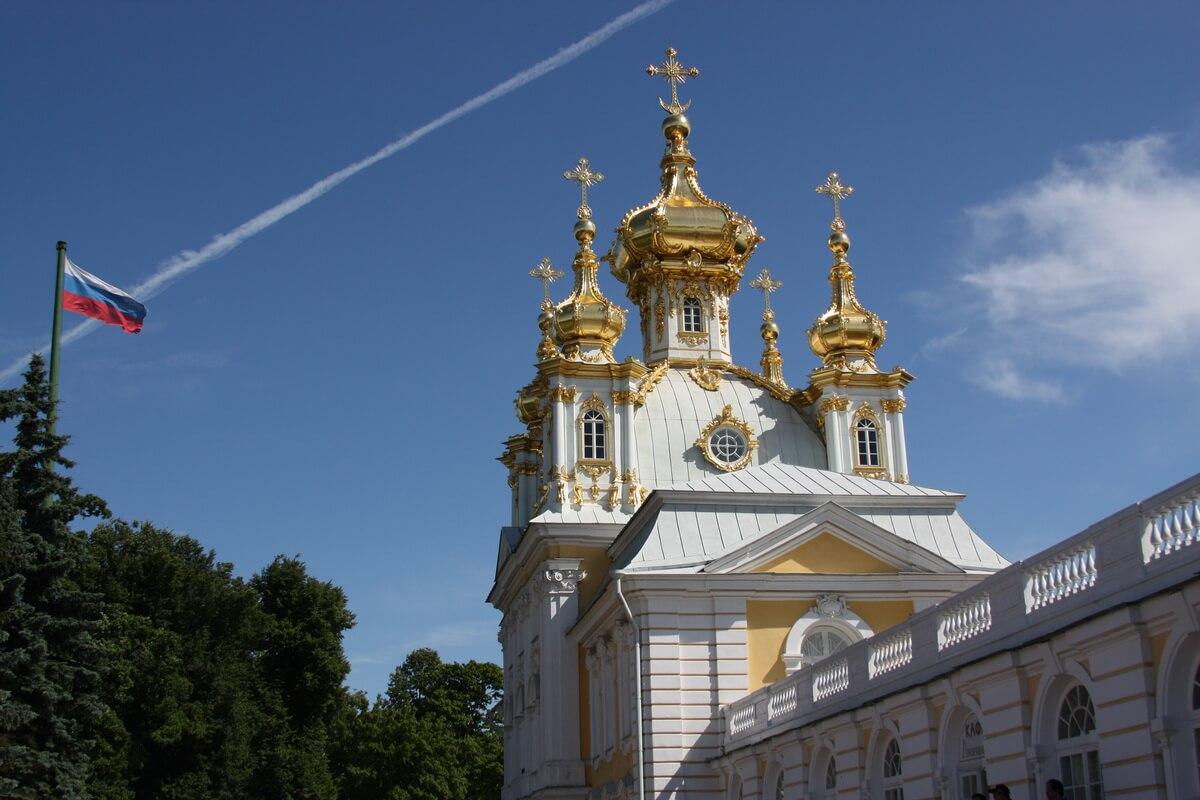 Церковный корпус в Петродворце
