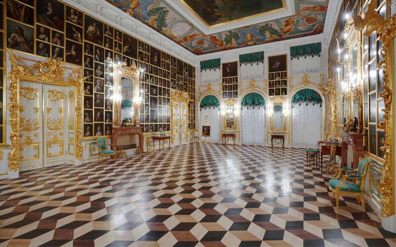 Большие и малые дворцы Петергофа